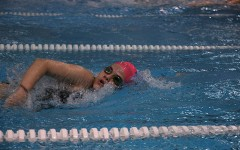 Swimmers work together to keep each other afloat