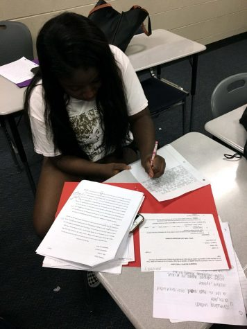 English IV teaches seniors how to write college essays