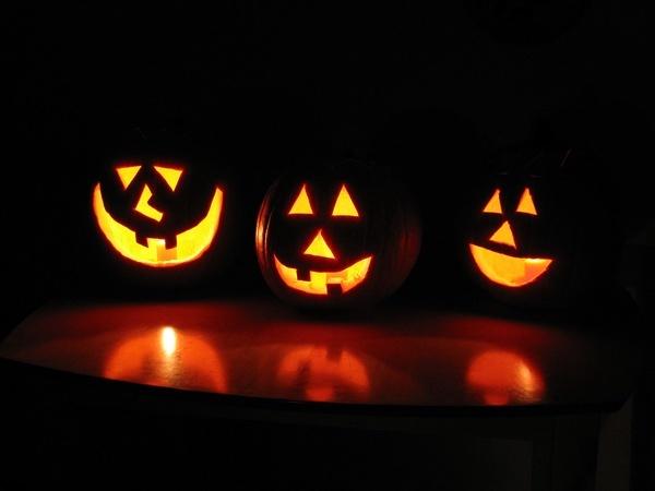 Halloween Pumpkins by lobo235 is licensed under CC BY 2.0