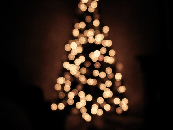 Christmas tree lights by Shandi-lee is licensed under CC BY-NC-ND 2.0