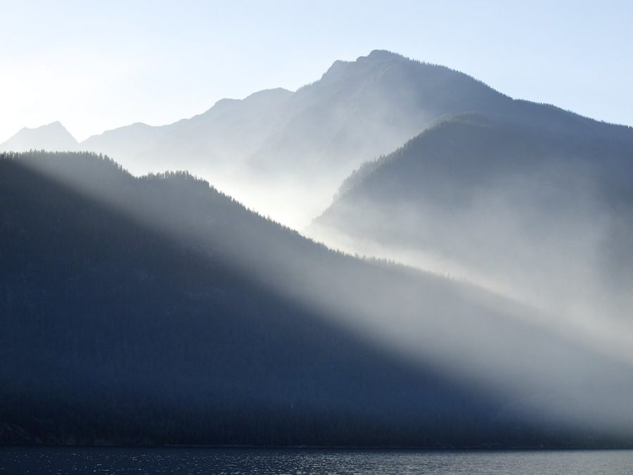 %22Fire+in+the+Valhalla+Range%2C+viewed+from+the+edge+of+Slocan+Lake%22+by+Dale+Simonson+is+licensed+under+CC+BY-SA+2.0